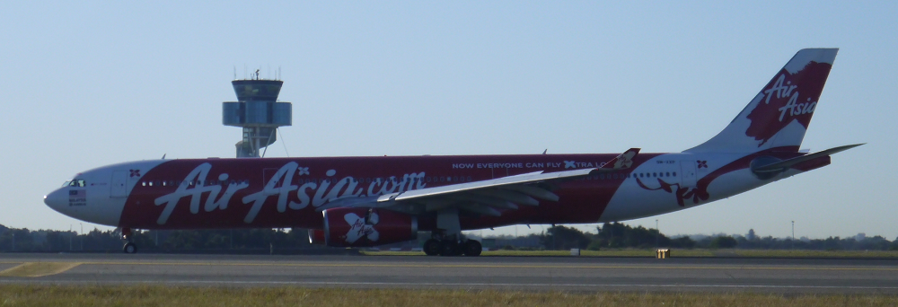 Air Asia Airbus A330 lands at Sydney_4_s