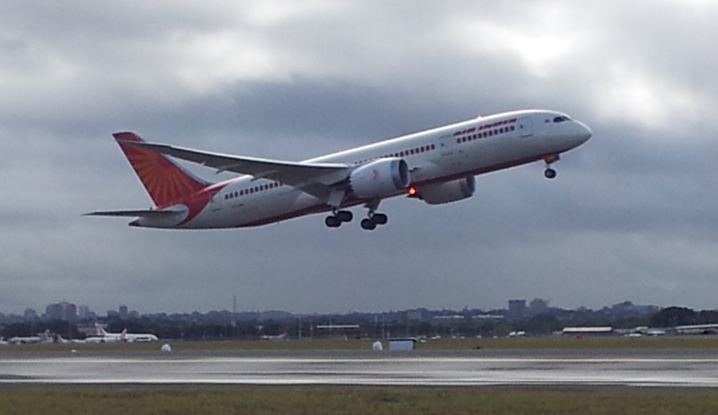 Air_India_Boeing_787_Dreamliner_Taking_off_Sydney_To_Delhi_15Sep13