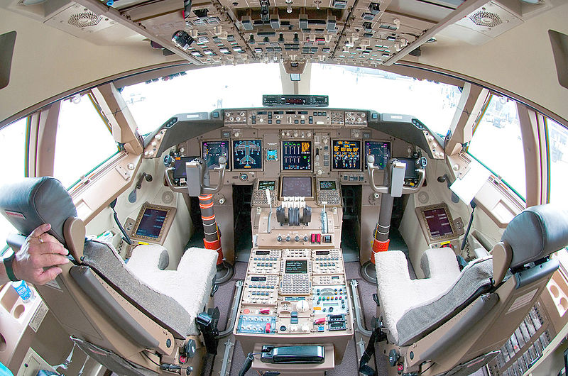 Boeing_747-8_flight_deck