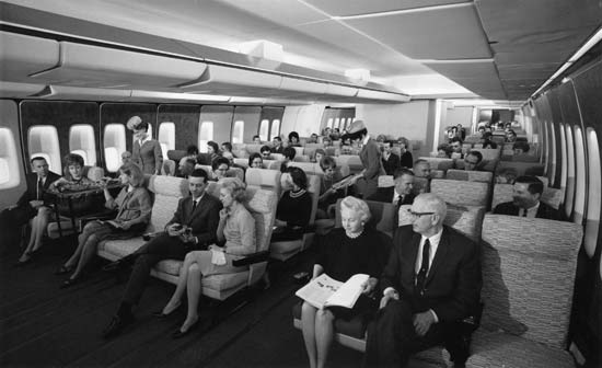 boeing_747_interior_black_and_white