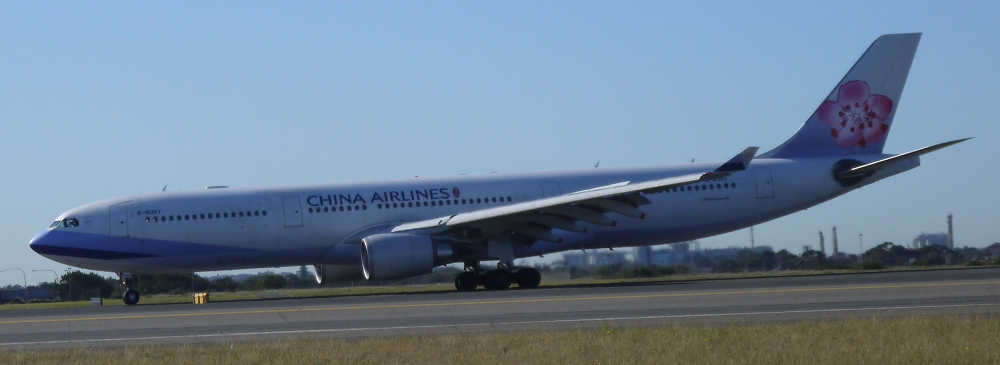 China Airlines Airbus A330 lands at Sydney_3_s