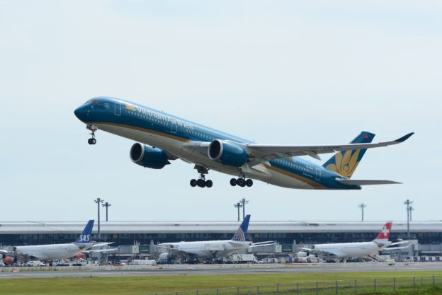 Vietnam_Airlines,_Airbus_A350-900_VN-A886_Tokyo Narita