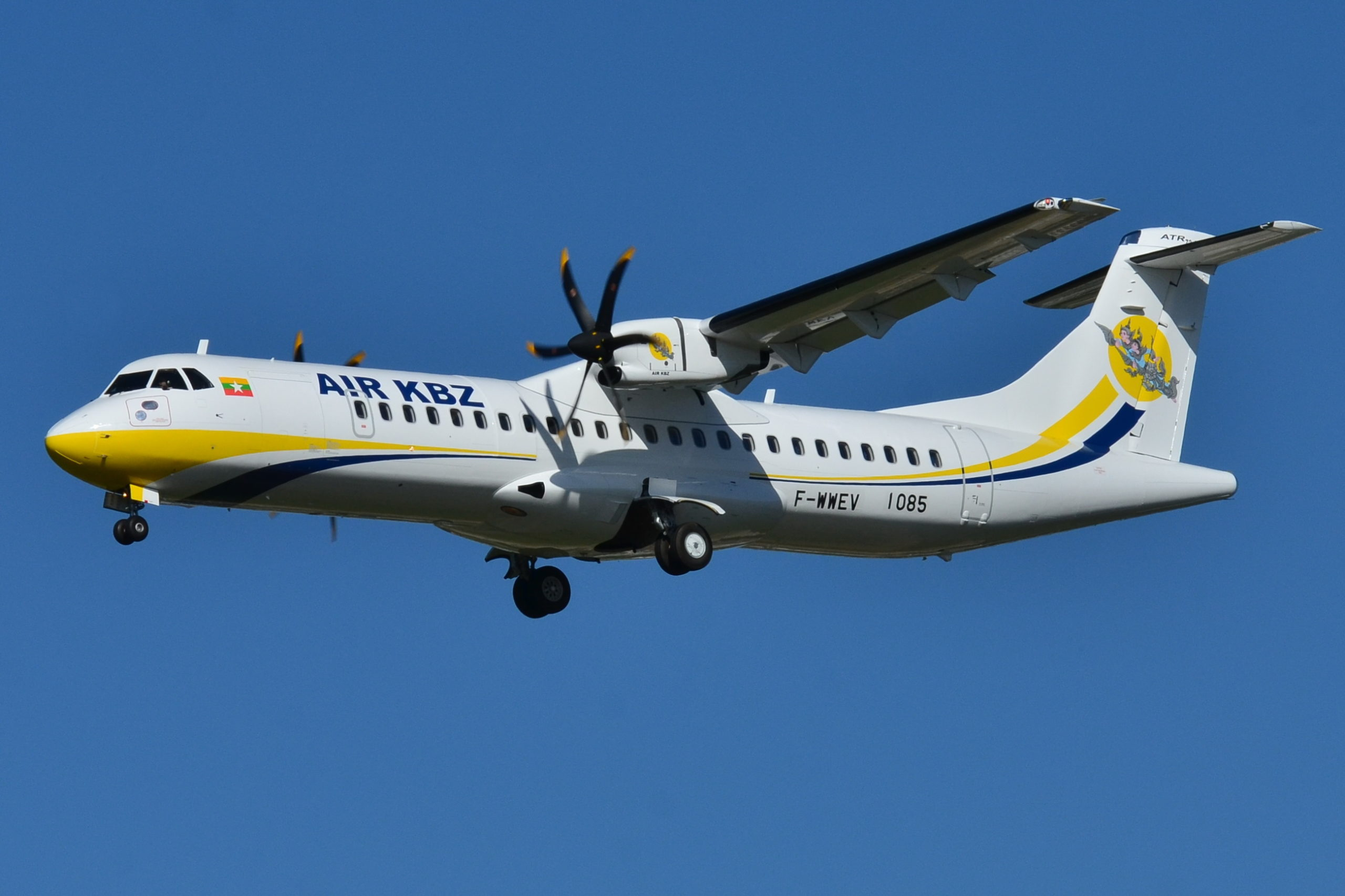 What are the ATR 42 and ATR 72 aircraft made by Aérospatiale and Leonardo?