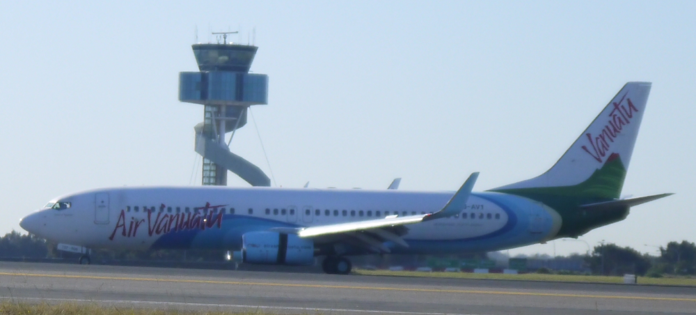 Air Vanuatu Boeing 737-800 lands at Sydney_2