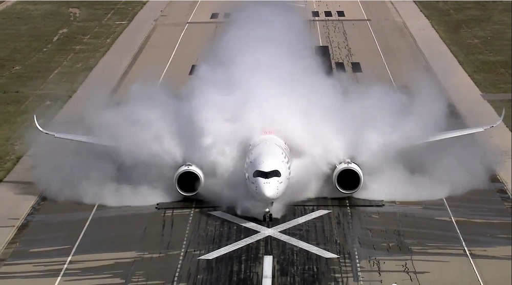Airbus-A350-water-test