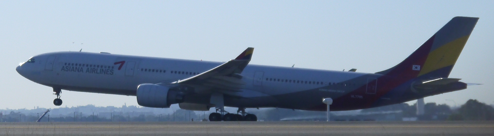 Asiana Airbus A330 rotating at Sydney_1_s