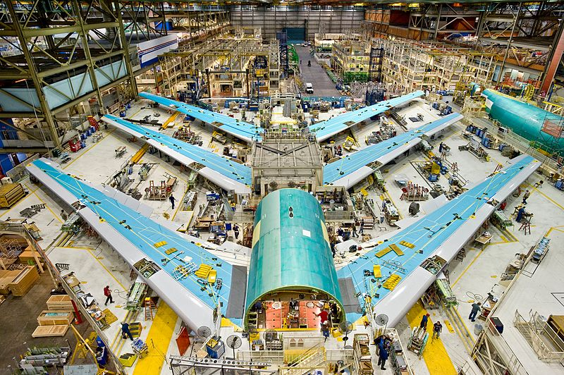 Boeing_747-8_Test_Planes_in_Assembly