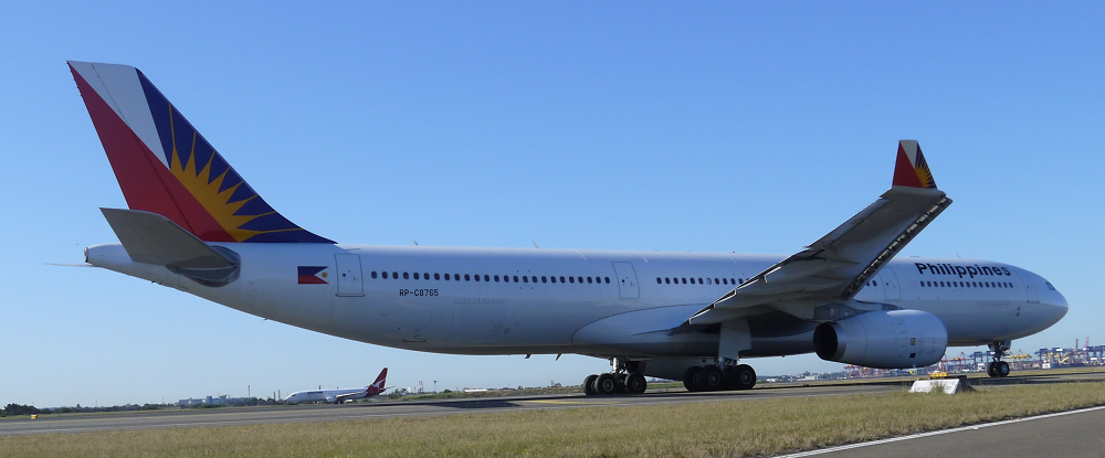 Philippines Airbus A330 taxi for 34L at Sydney_2_s