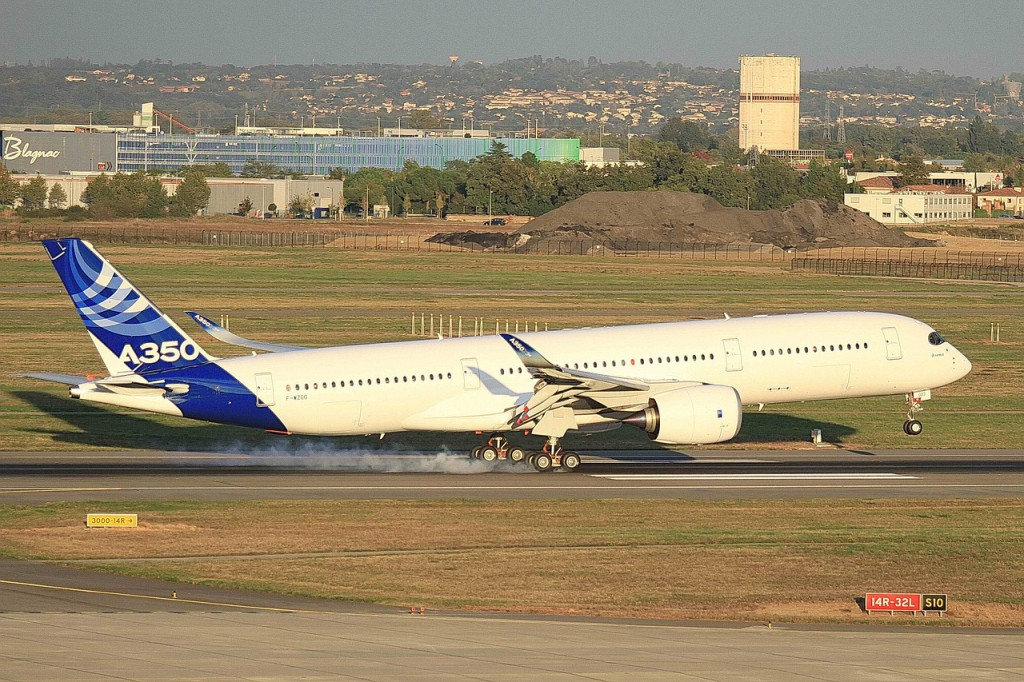 airbus-A350 in house colours landing