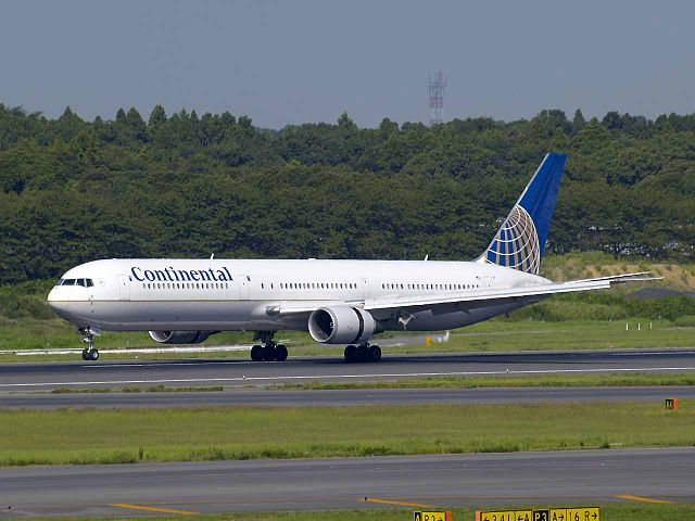 Continental_Airlines_B767-424ER_N77066