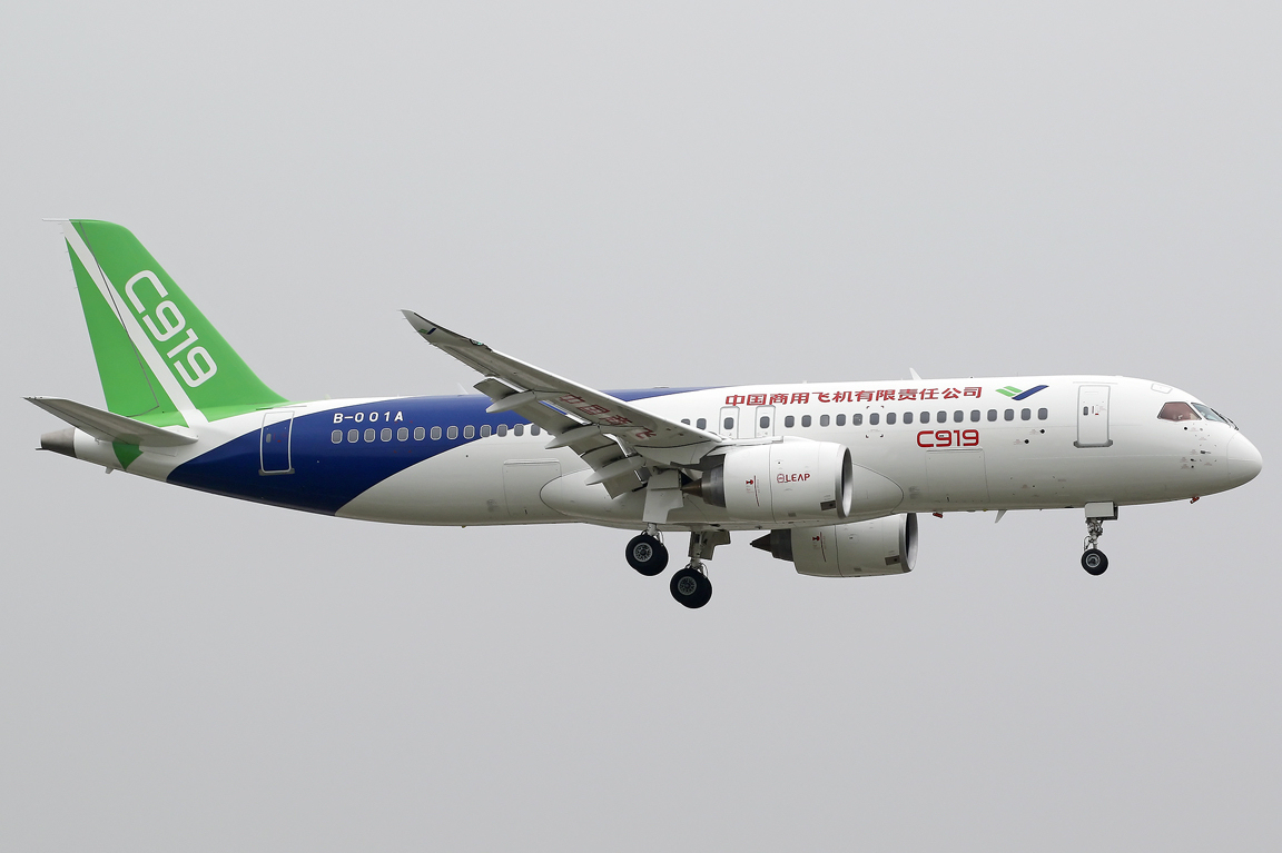 COMAC C919 on final approach at Shanghai Pudong