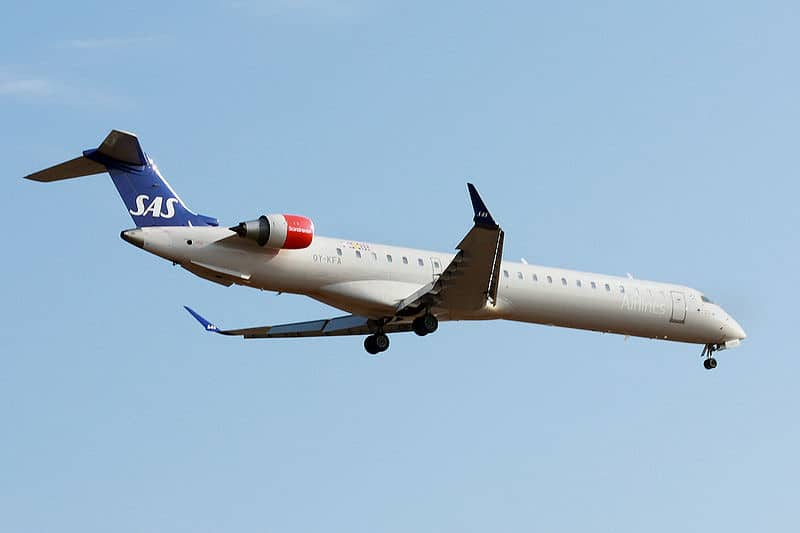 A Scandinavian Airline System(SAS) CRJ900 on approach.